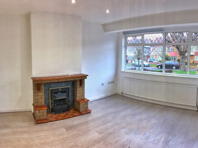 4 bedroom newly refurbished house